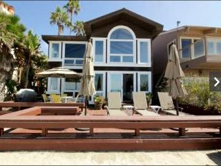 391 - Beautiful Large Family Beach Home. Sleeps 10.