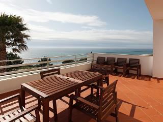 Villa with swimming pool in North Beach, Nazare