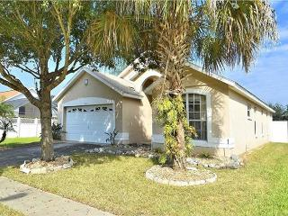 Vacation home with heated pool in Indian Creek, 3 miles from Disney, Kissimmee