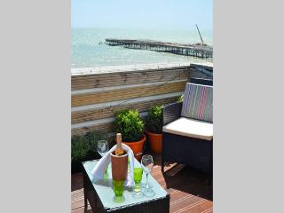 Stunning 3 bed apartment  roof terrace sea views, Hastings
