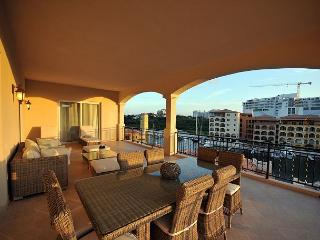 Aqua Vue - Luxurious 2,400 square foot 4 bedroom condo at Porto Cupecoy, St. Maarten-St. Martin