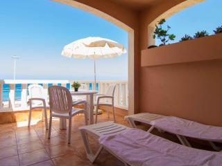 Fantastic beachfront apartment on Fañabe beach.