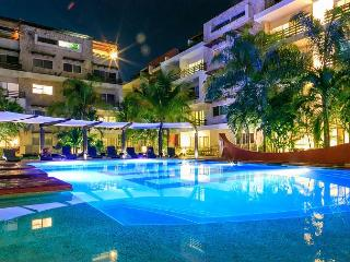 SUNFLOWER CONDO: 3 BEDROOM ALL IN SUITE. Beautiful and Spacious Apartment, Playa del Carmen