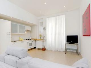Bright 1bdr close to G.Borghese