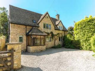 Robin Cottage, A stunning family home for 7 with off road parking & fab garden