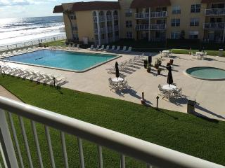Oceanfront Condo 2/2 Family friendly, New Smyrna Beach