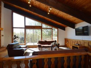 8 Bedroom Swiss Style Chalet  with Hot Tub,Sauna, Blue Mountains