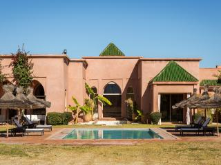 Luxurious traditional villa in private estate, Had Abdallah Rhiat
