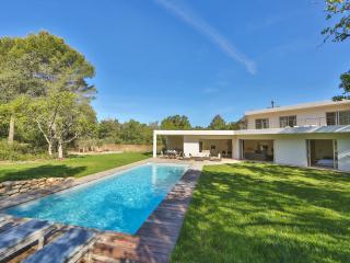 Beautiful modern villa just outside Aix