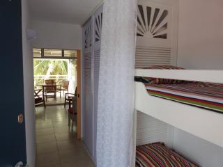 2 lits superposés dans l'entrée et grand placard-penderie