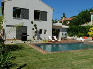 Holiday rental Villas Puyricard (Bouches-du-Rhone), 230 m2, 2 990 €
