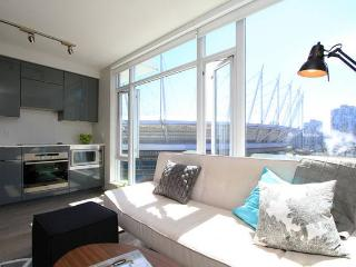 New! Contemporary, Luxury Downtown Vancouver Condo