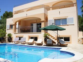 4 BED LUXE VILLA aircon/pool/beach, Sant Josep de Sa Talaia