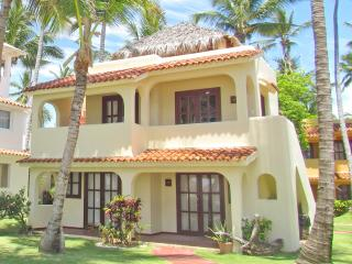 Beach House Tropical 2bdr + WiFi + Pick-up, Bávaro