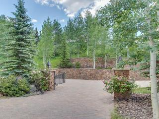 Close to slopes, sleeps 12, gourmet kitchen!, Vail