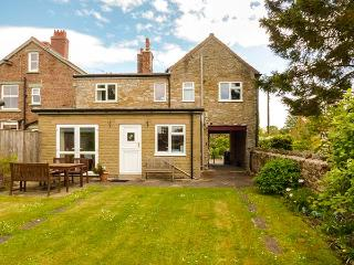 ARCHWAY HOUSE, pet-friendly, peaceful location, four poster bed, two bathrooms, Nawton, Ref. 924810
