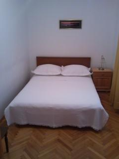 1/2 bedroom