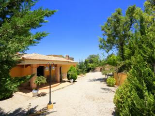 Villa Azuara (two bedroom Villa) with private pool, Provincia de Jaén