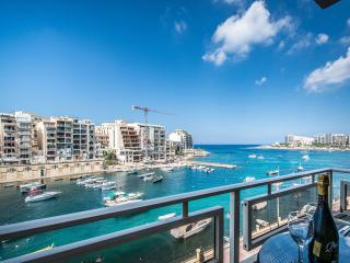 Marvelous Spinola Seaview Apartment, Sliema