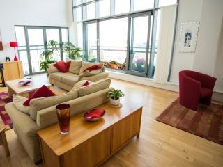 Penthouse, 3 bed,3 bath,balcony, views, Edinburgh