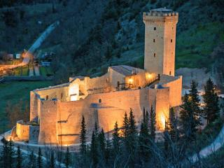 rooms in a castle near to Assisi, Capodacqua