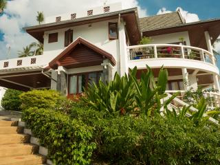 SH1: 3 bedroom private villa with sea views