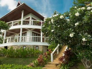 SH1: 3 bedroom private villa with sea views