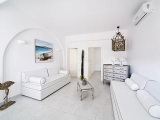 Mykonos Unique Apartment  near town 103, Mykonos Town
