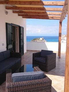 Backside terrace with lounge group & pergola (morning sun)