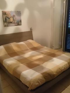 Bedroom (double bed 200 x 160)