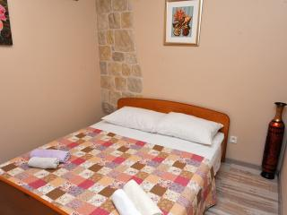 Double bed with anatomic mattresses and fine linen