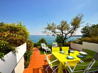 Beachfront spacious Studio with stunning lake view, Padenghe sul Garda