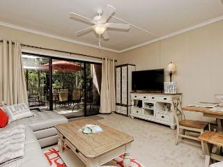 Village House 102, 2 Bedrooms, Pet Friendly, Pool Access, Sleeps 6, Hilton Head