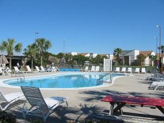 Horizon South 19B-Sleeps 4-Amazing Family Resort-2 Blocks to Beach!, Panama City Beach