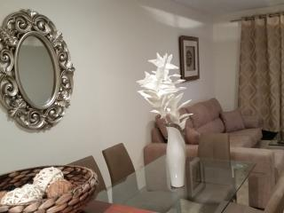 Luxury apartment with shared pool, FREE WIFI 300MB, Puerto de la Duquesa