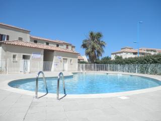 Superbe logement avec piscine , Superb accommodation with swimming pool, Narbonne-Plage