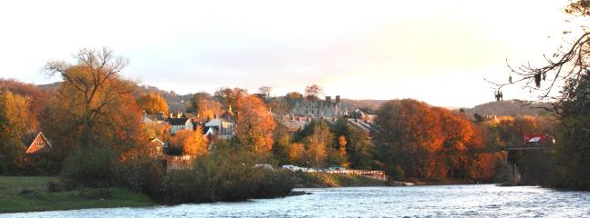 Hay-on-Wye from downstream of Hay bridge