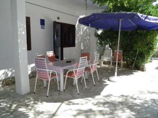 Apartment for 7+1 Persons with Wi-Fi, Pag