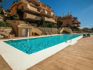 STUNNING 2 BEDROOM APARTMENT IN ALOHA HILL CLUB, Puerto Banús
