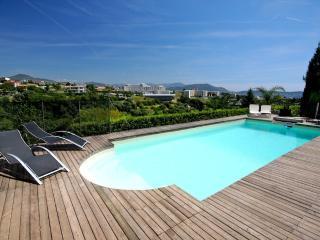 Superbe Villa Contemporaine avec Piscine privee