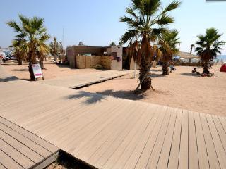 Cap Hermes cote plage,directement sur la plage, climatise, piscine, parking,wifi