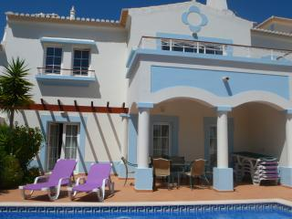 3 bed villa on golf course with heated pool QEV21