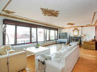 TAKSIM Cihangir room flat with view, Estambul
