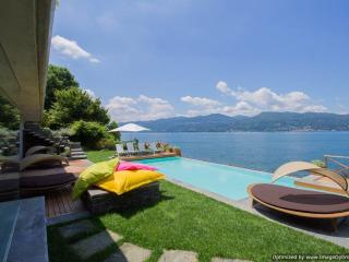 Villa Beatrice holiday vacation large villa rental italy, italian lakes district, lake maggiore, lakeside, pool, walk to town, air cond, Ispra
