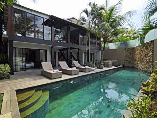 Mertanadi 3BR Luxury Villa 2mins frm eat st Seminy, Kerobokan