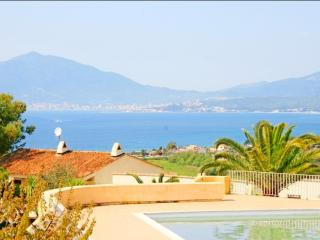 Corsican flat with pool, near beach, Porticcio