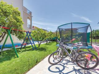 Apt with Pool & Playground in Kastela near Split, Kastel Stafilic