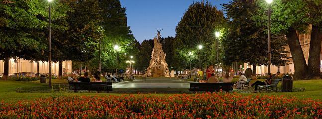piazza statuto notturno