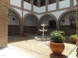 Patio y casa cordobesa con leyenda y fantasma wifi, Córdoba