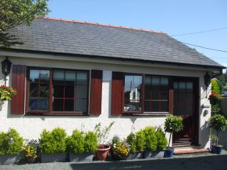 PRETTY AND COMFY HOLLY COTTAGE AT NANTYFELIN, Criccieth